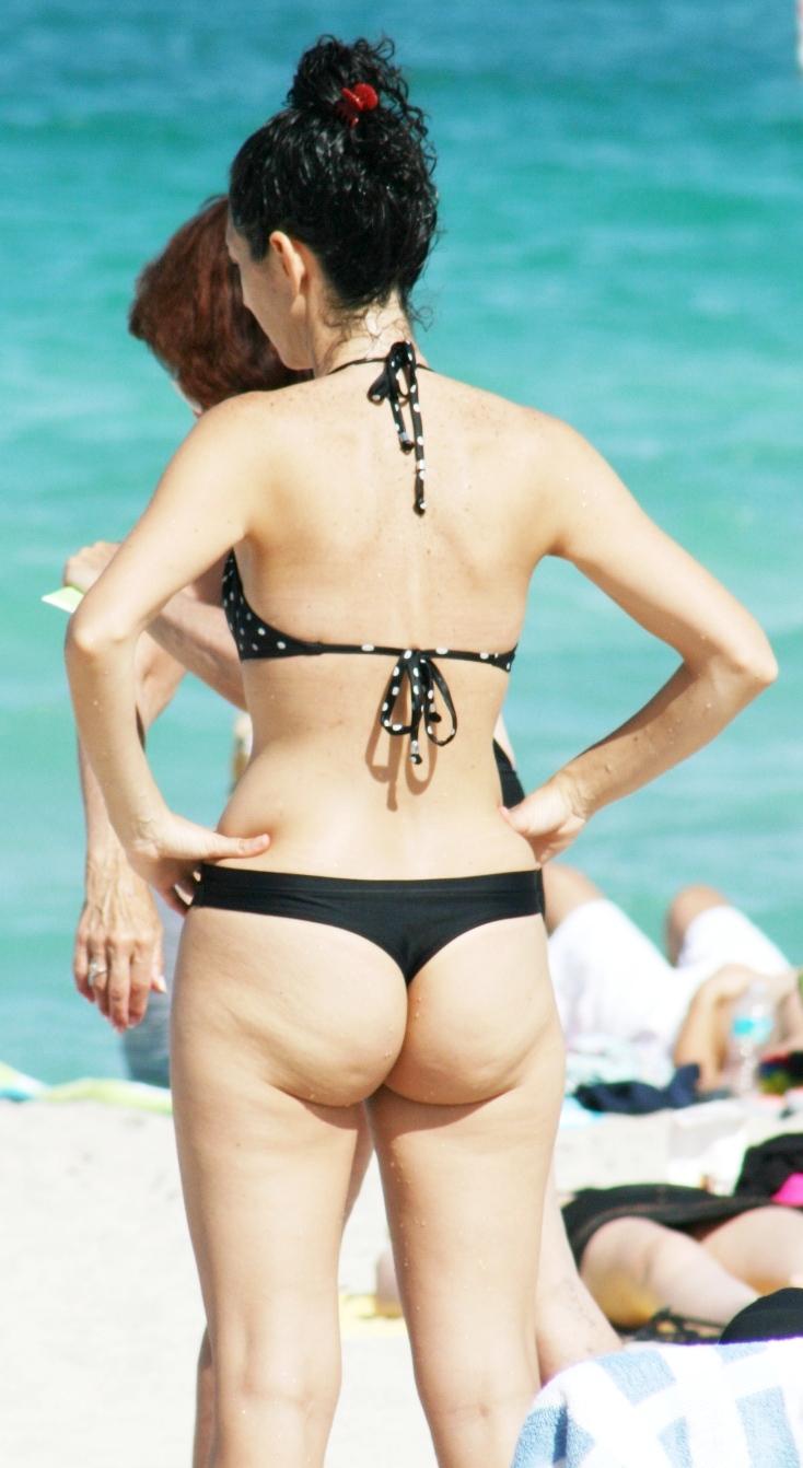 Mature ass in thong