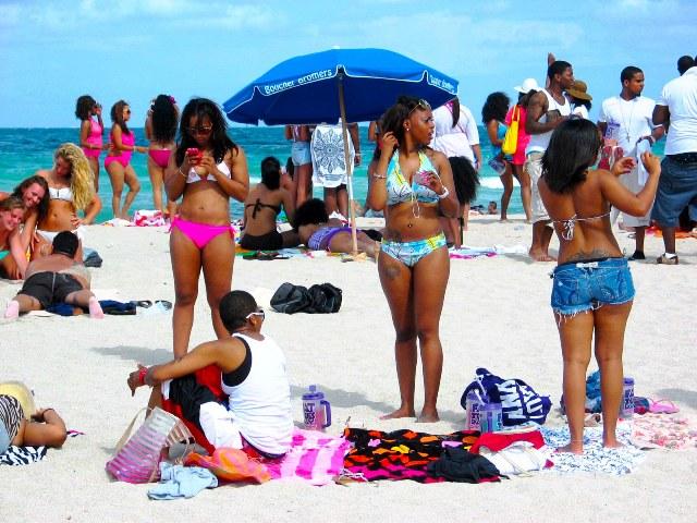 Cute Sexy Superfine Black Girls Enjoy the Beach Scene - Copyright © 2012 JiMmY RocKeR PhoToGRaPhY