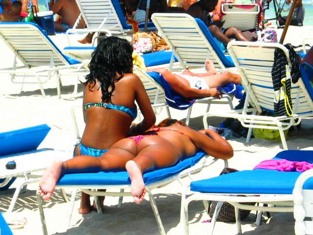 Black Girls in Pretty Bikinis Getting Solar Tans - Copyright © 2012 JiMmY RocKeR PhoToGRaPhY