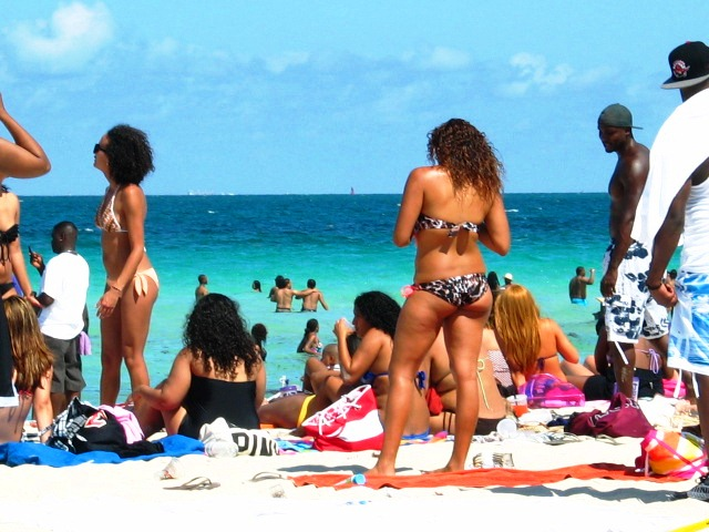 Superfine Latina Bikini Goddesses in the Crowd #4 - Copyright © 2012 JiMmY RocKeR PhoToGRaPhY